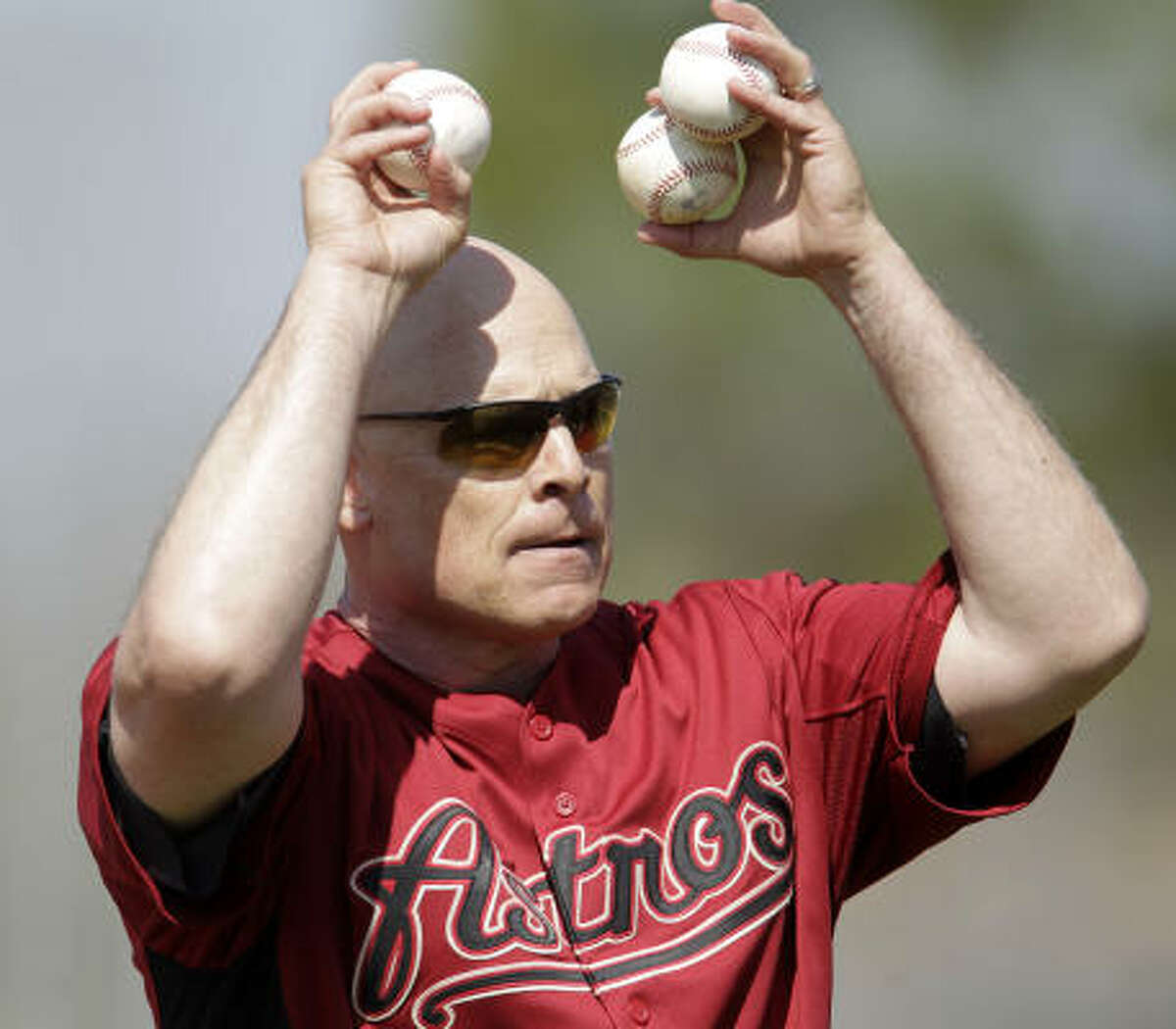Astros manager Brad Mills prepares to throw batting practice.