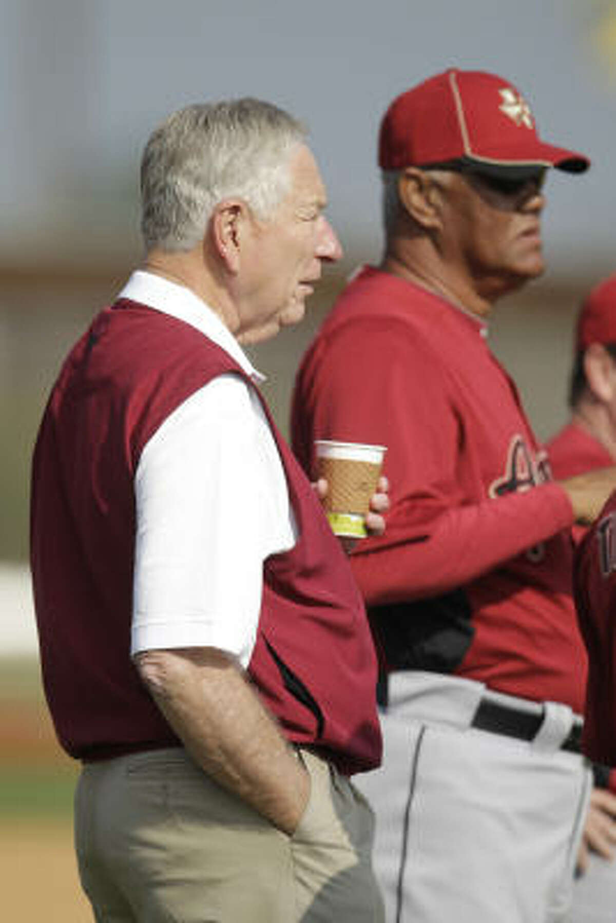Astros owner Drayton McLane talks to Enos Cabell as they watch the workouts.