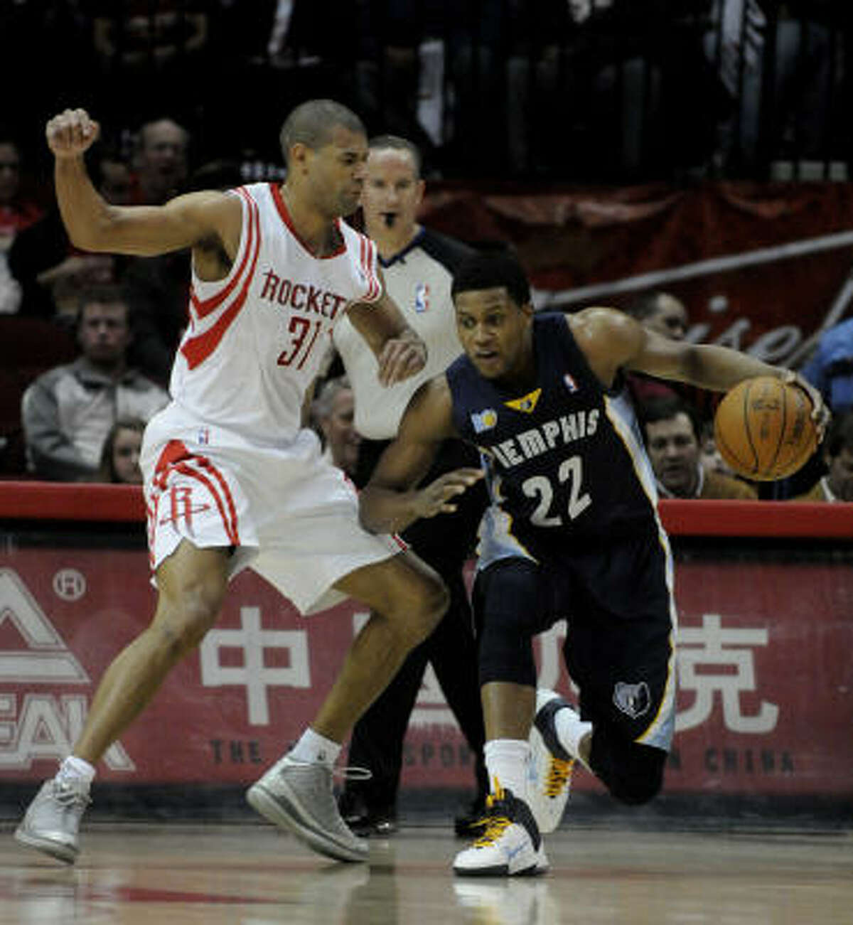 Grizzlies forward Rudy Gay (22) tries to get past Rockets forward Shane Battier (31).
