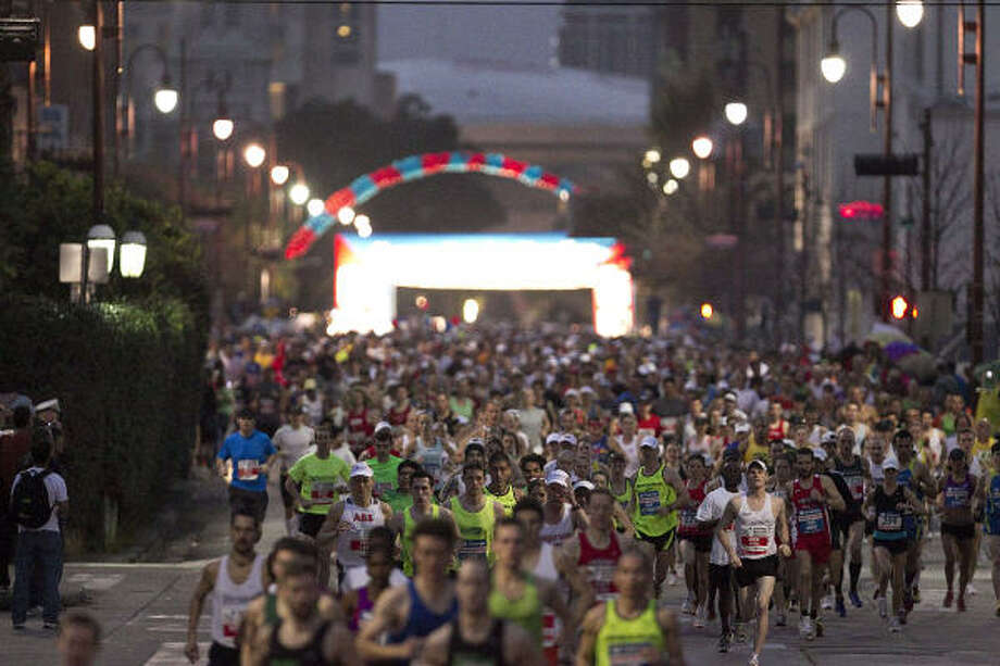 Runners fill the street at the start of the Chevron Houston Marathon. Photo: James Nielsen, Chronicle