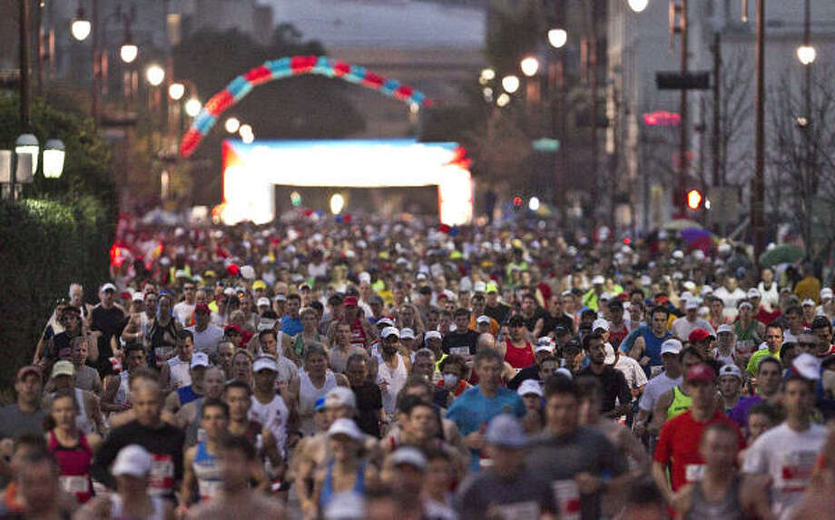 The marathon started in a crowded downtown street. Photo: James Nielsen, Chronicle