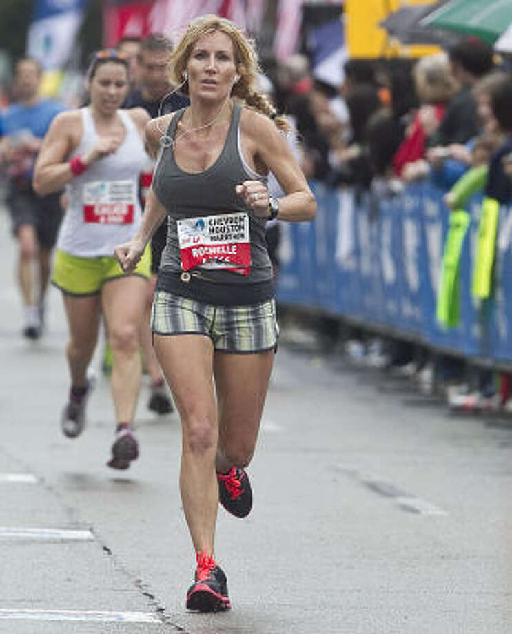 Rochelle Ray takes the last few steps of the marathon. Photo: James Nielsen, Chronicle