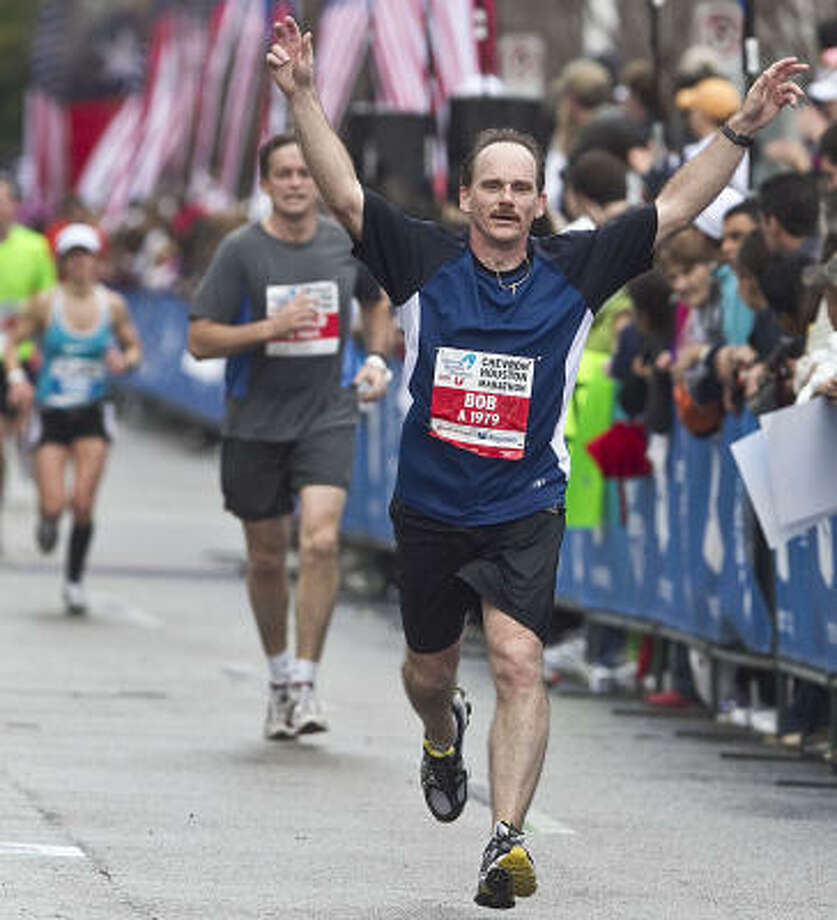 Bob Stepp celebrates as he nears the finish. Photo: James Nielsen, Chronicle