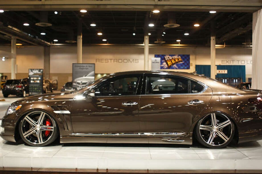 The 2011 Lexus LS 600h L Hybrid Photo: Michael Paulsen, Houston Chronicle