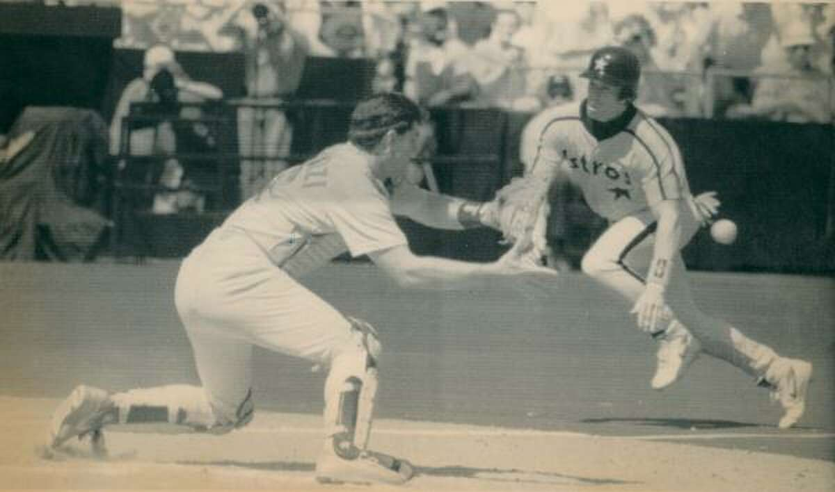 1992: Anxious moment for Astros fans as Jeff Bagwell tries to score and St. Louis catcher Tom Pagnozzi waits for the throw. Bagwell was safe, scoring from second on Benny Distefano's RBI single.