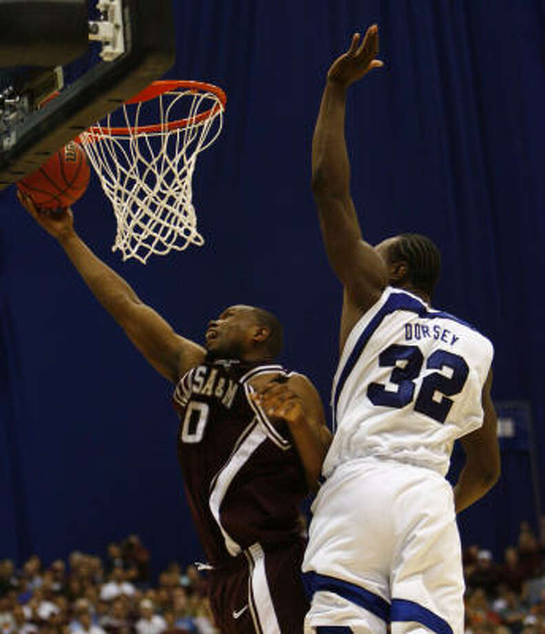 Missed layups, including this one by Joseph Jones, left, with Memphis' Joey Dorsey defending, proved to be the undoing of Texas A&M in its one-point loss Thursday night. Photo: Nick De La Torre, HOUSTON CHRONICLE