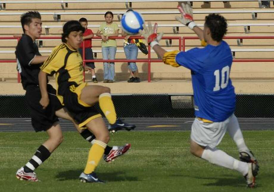 Westside goalie Armando Vasquez blocks the shot by Lee's Dennis Lopez during the first half of Lee's 2-0 victory in the season finale for both teams at Butler Stadium. Photo: TONY BULLARD, FOR THE CHRONICLE