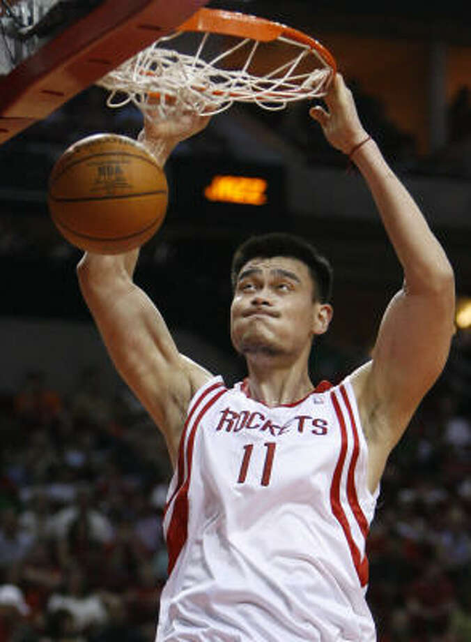 Yao Ming was named Western Conference Player of the Week after he averaged 30 points, 12.5 rebounds and 2.25 blocks per game. Photo: Melissa Phillip, Chronicle