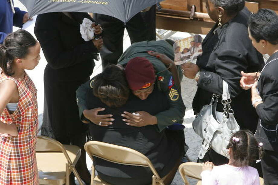 Staff Sgt. Krishonda Chavis embraces Rhonda Austin, the mother of Pvt. Alan J. Austin, 21, a machine gunner. Photo: Steve Campbell, Chronicle