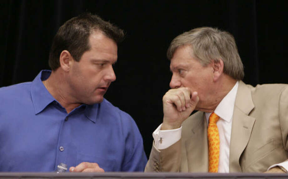 Roger Clemens, left, had his deposition date pushed back to Feb. 5. Photo: Dave Einsel, Getty Images