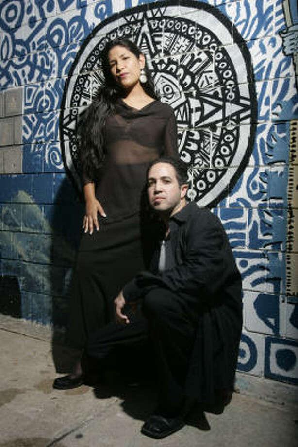 RAPEROS:Lady Binx (izq.) y Jehuniko. Photo: Leonardo Carrizo, La Vibra