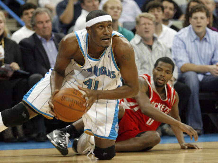 Hornets forward James Posey beats Aaron Brooks to a loose ball during the first half. Photo: Brian Lawdermilk, AP