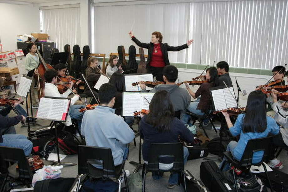 Kathryn Brown conducts members of the Bellaire High School orchestra. Photo: Corinne Vandermeer, For The Chronicle
