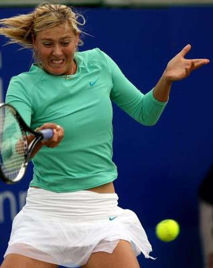 Playing two matches in one day didn't faze Maria Sharapova, who won both to advance in the DFS Classic. Photo: SIMON DAWSON, ASSOCIATED PRESS