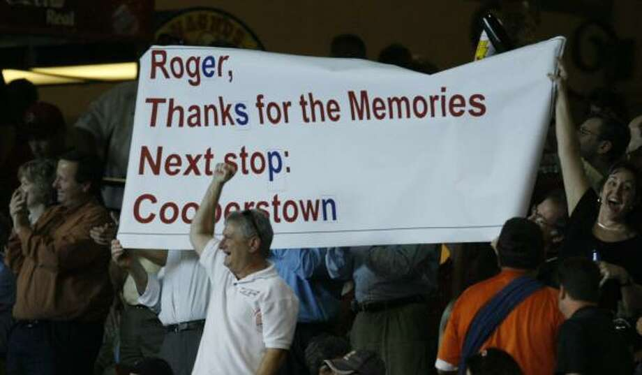 Fans show their appreciation for Roger Clemens during one of his final starts at Minute Maid Park in 2006, his last season with the Astros. Photo: MELISSA PHILLIP, CHRONICLE