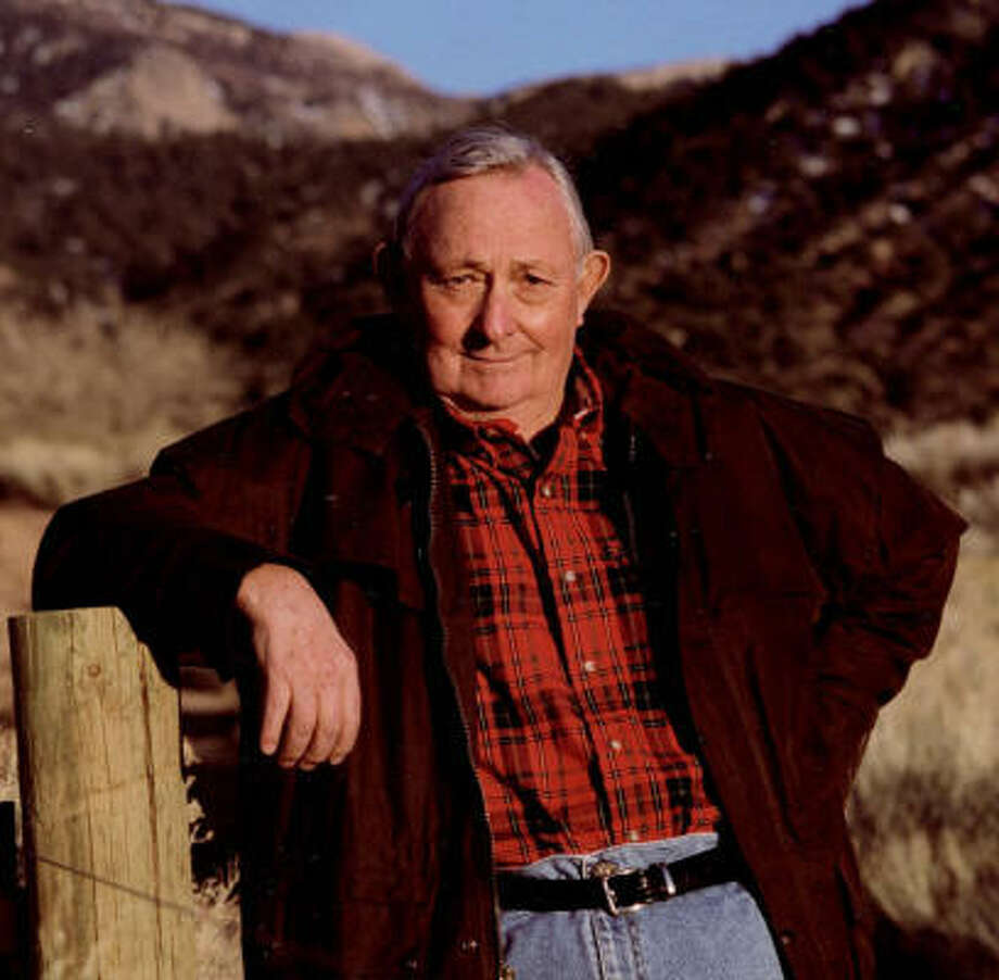 Tony Hillerman, author of the acclaimed Navajo Tribal Police mystery novels, died Sunday. Photo: Kelly Campbell, Associated Press