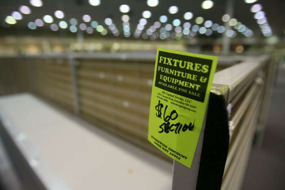 A Circuit City near the Galleria in Houston was selling fixtures during a liquidation sale last week. Photo: Billy Smith II, Chronicle