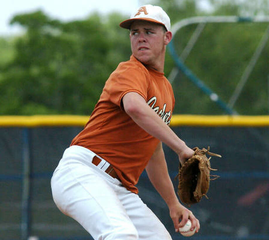 In a 5-0 win over Brazoswood, senior pitcher Aaron Stewart struck out 13 batters. Photo: Kirk Sides, For The Chronicle