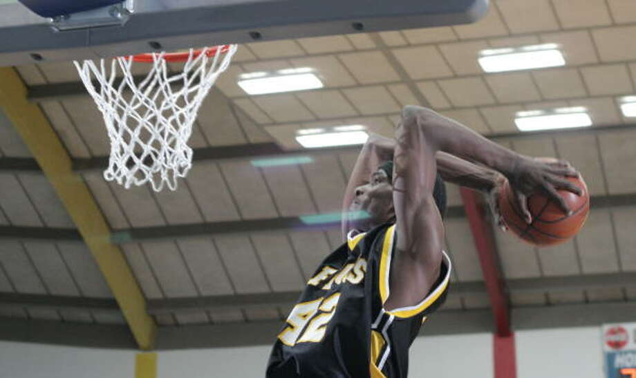 Ray Turner dunks. He plans to be doing this again in 2009-10 in College Station. Photo: Kenzie DelaTorre, For The Chronicle