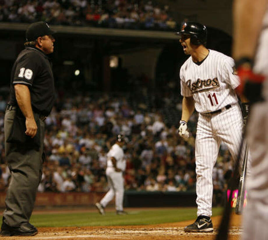 Brad Ausmus argues with an umpire in Wednesday's game. Photo: Karen Warren, Chronicle