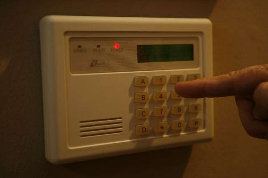 Homeowners and businesses may get only three false alarms per year before facing fines. Photo: JAMES NIELSEN, CHRONICLE