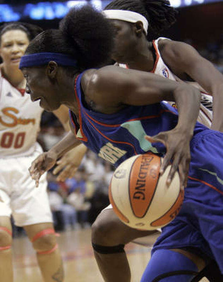 The New York Liberty move on the the WNBA Eastern Conference Finals. Photo: Bob Child, AP