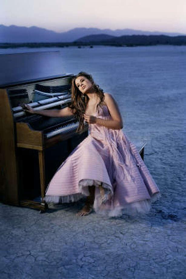 Desde niña Burke quería ser pianista de música clásica y estudió en el Conservatorio de La Habana. Photo: CMC Media