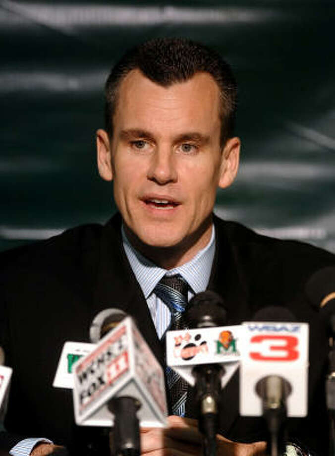 Florida basketball coach Billy Donovan has removed all doubt about moving on to Kentucky, saying he'll stay and coach the Gators. Photo: Howie McCormick, AP