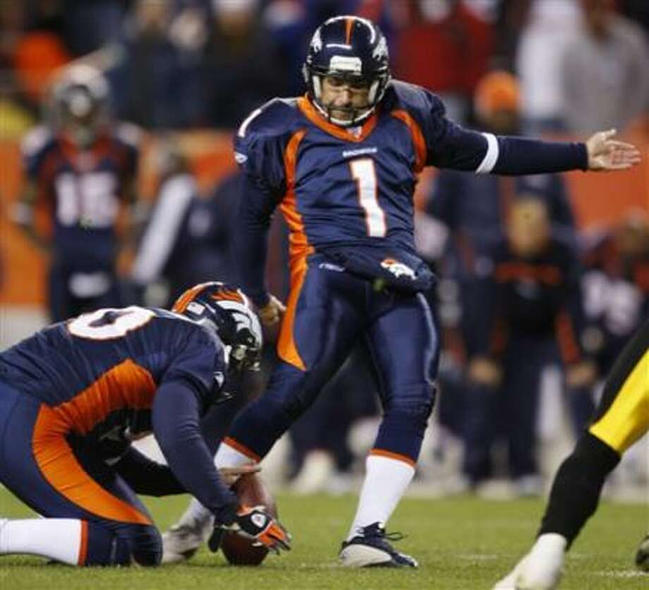 Denver Broncos kicker Jason Elam, right, kicks the winning field goal in the Broncos' 31-28 victory over the Pittsburgh Steelers. Photo: David Zalubowski, AP