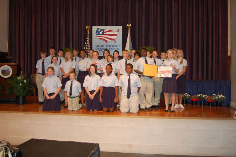 """In May, middle school students from Holy Trinity Episcopal School traveled to Washington, D.C., to receive their national award from the """"Take Pride in America"""" program. Photo: Holy Trinity Episcopal School"""