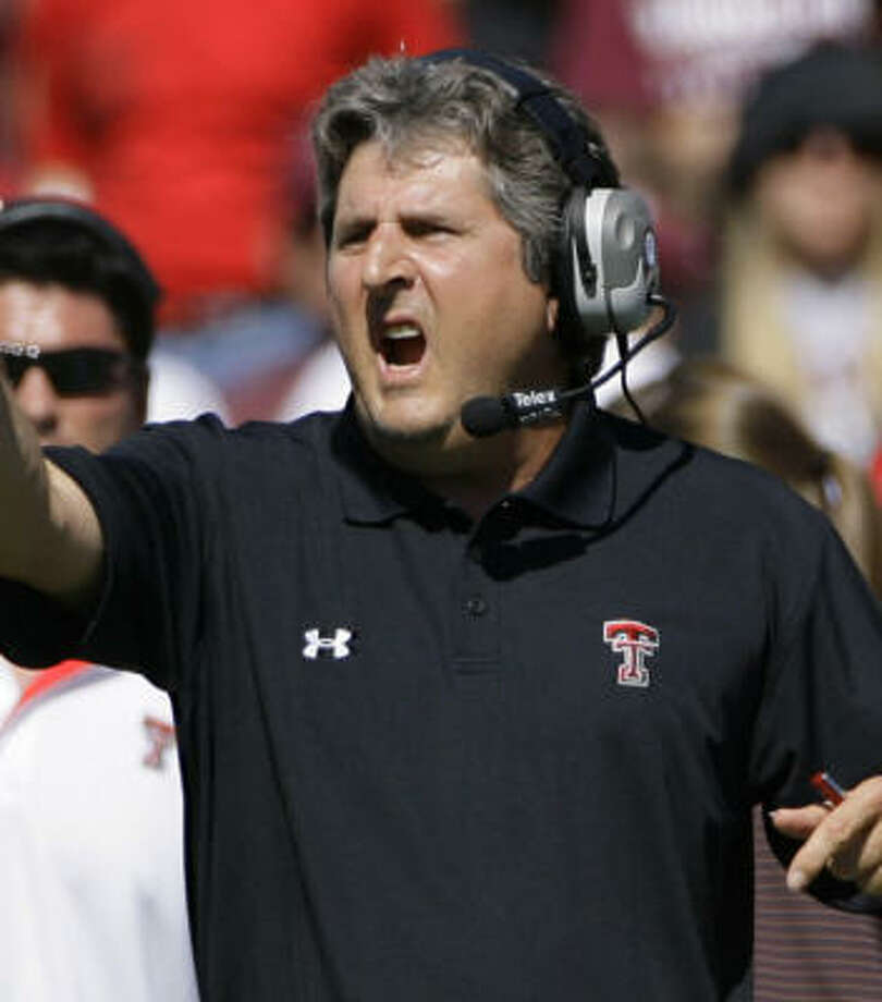 Texas Tech head coach Mike Leach faces big challenges against Texas then Oklahoma. Photo: Matt Slocum, AP