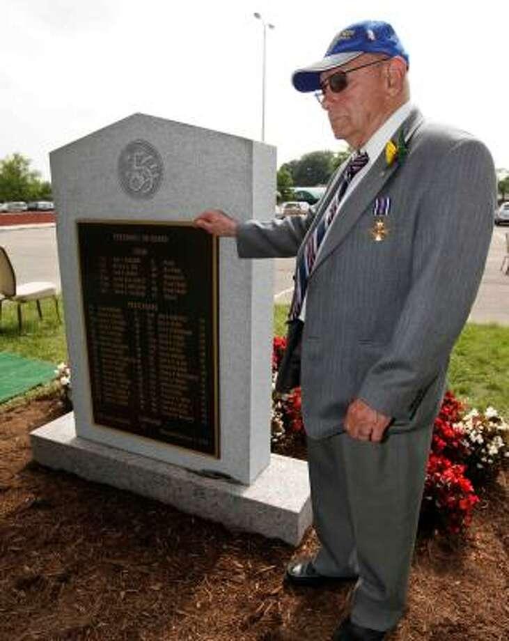 Former Army Air Force mechanic Del Sparrowe, 87, of Sonoma, Calif., visits the new memorial. Photo: Manuel Balce Ceneta, AP