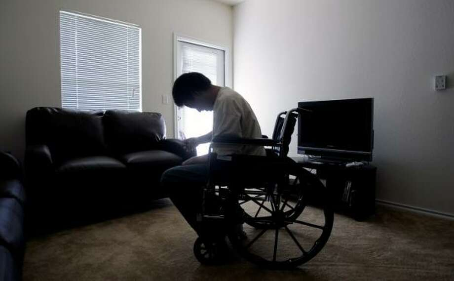 Isaac Stevens, who was injured on the obstacle course at Fort Benning, Ga., lives in an Operation Homefront apartment in San Antonio after spending months in a homeless shelter awaiting disability benefits. Photo: ERIC GAY, ASSOCIATED PRESS