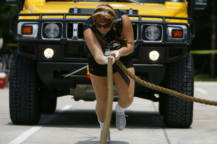 Ashley Wirt pulls a Hummer to the finish line in 16.23 seconds. Photo: Nick De La Torre, Chronicle