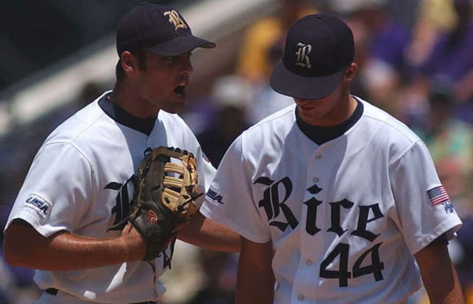 Joe Savery, left, gives a pep talk to a Rice pitcher Bryan Price, who lasted just two innings in the C-USA championship. Photo: Peter Williams, For The Chronicle