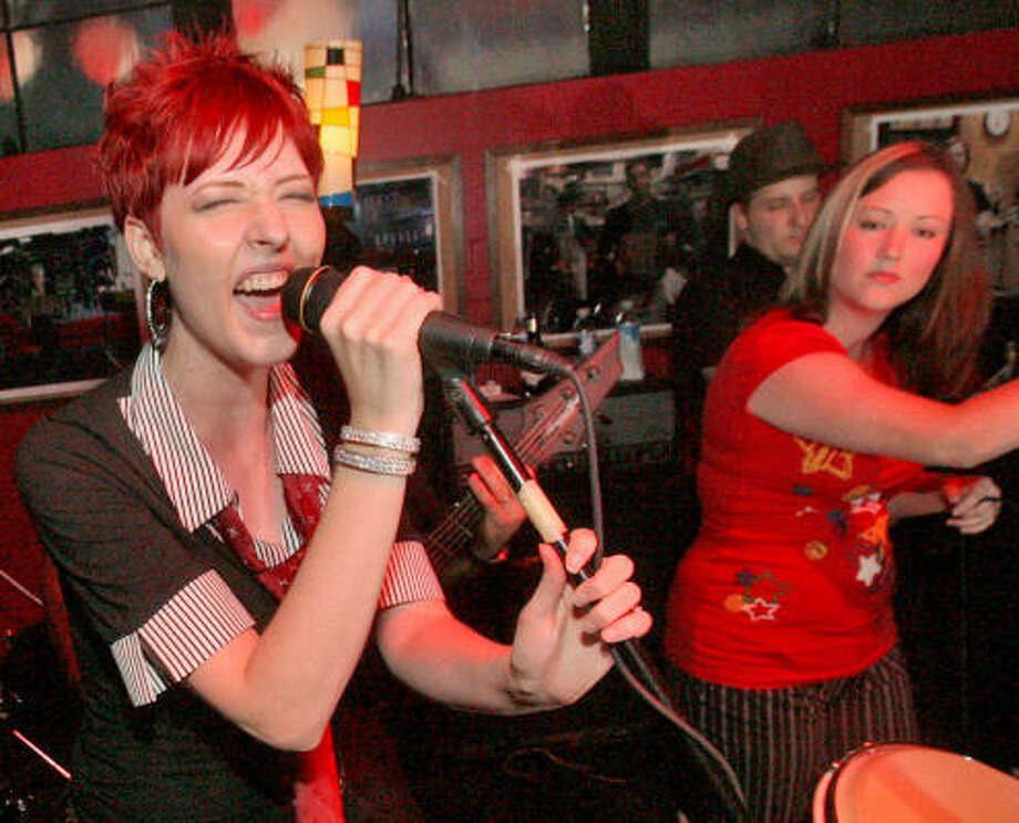 Johanna Russell and Brittany Llagostera of Ne Plus Ultra perform at Jet Lounge. Photo: Bill Olive, For The Chronicle