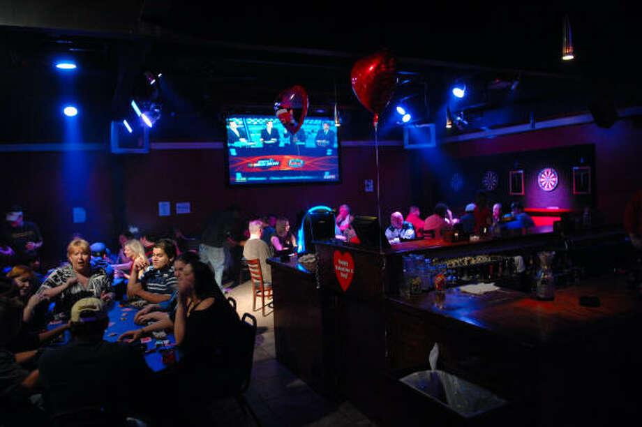 La decoración de este bar se adapta durante el año a las celebraciones de turno, como el Día de los Enamorados. Photo: Tre' Ridings, Para La Voz