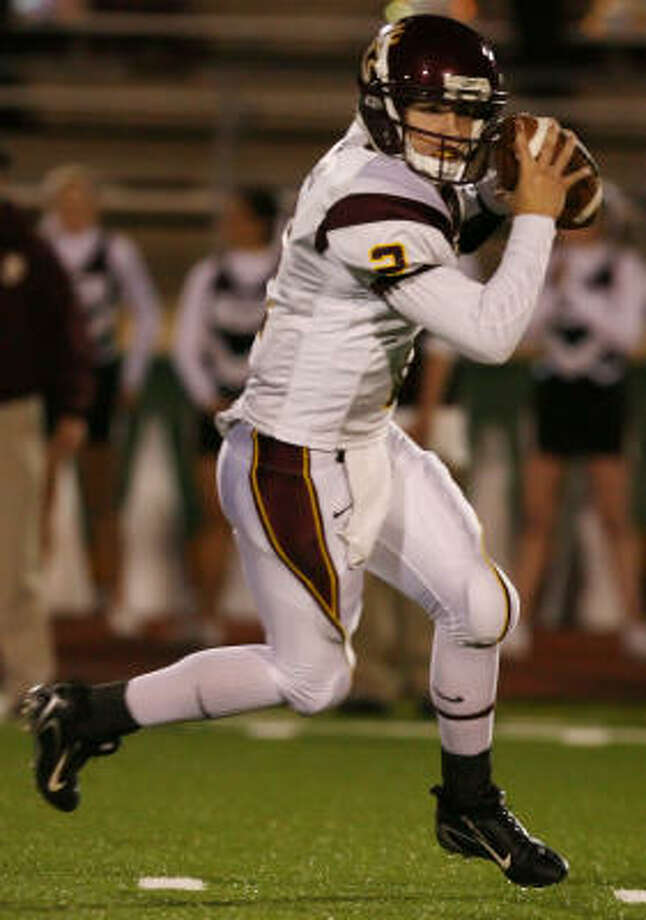 QB Hans Cook will be counted on to help lead Deer Park to the playoffs. Photo: Thomas Shea
