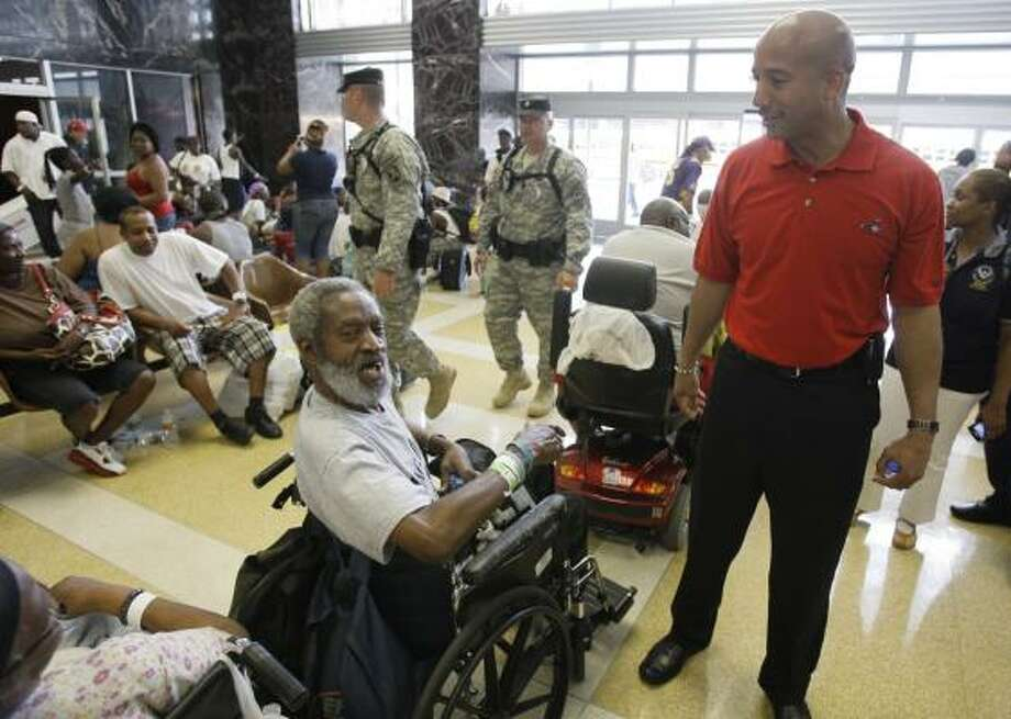 Richard L. Davis, left,  a resident of Guste Home, talks with New Orleans Mayor Ray Nagin as he tours Union Passenger Terminal Saturday, Aug. 30, 2008, in New Orleans  during evacuation for Hurricane Gustav. Davis said the mayor was doing a good job. ( Melissa Phillip / Chronicle ) Photo: Melissa Phillip, Chronicle