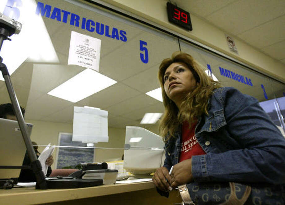Maria de Lourdes Peña is one of many immigrants receiving sales pitches from banks. Photo: Jessica Kourkounis, For The Chronicle
