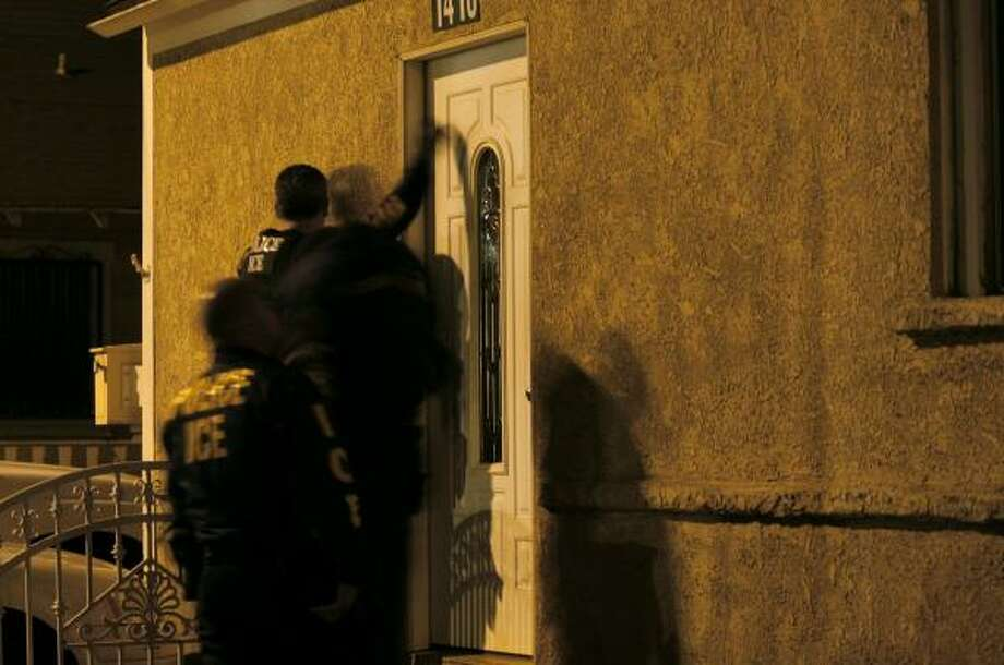Immigration and Customs Enforcement officers knock on a door during a raid last week in Santa Ana, Calif. Photo: MARK AVERY, ASSOCIATED PRESS