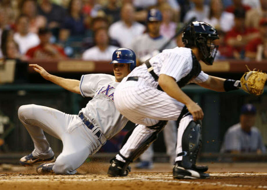 Michael Young scored on Sammy Sosa's double in the third inning for the Rangers. Photo: Nick De La Torre, Chronicle