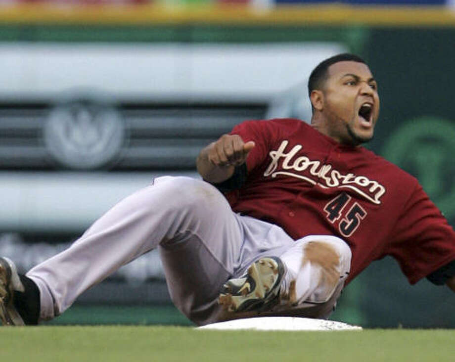 Sometimes the way the Astros (with Carlos Lee) are playing just makes you want to shout. Photo: LM Otero, AP