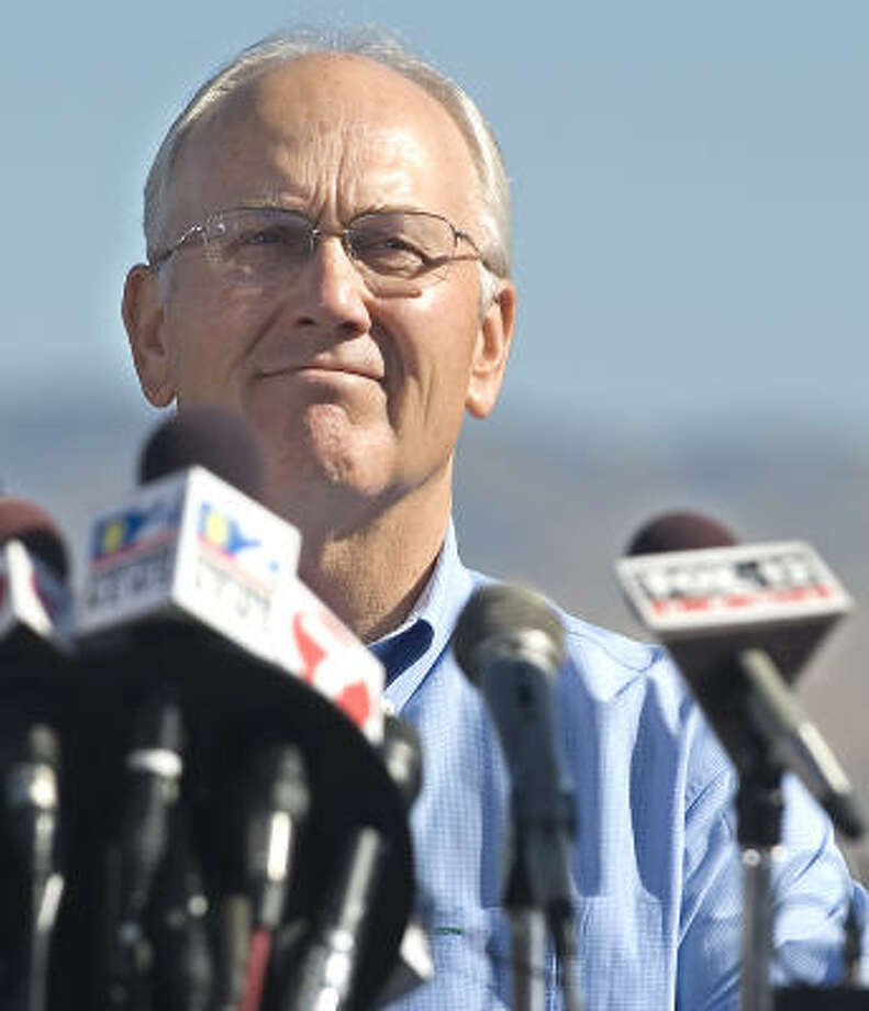 Idaho Sen. Larry Craig takes a moment before announcing his resignation in Boise, Idaho, on Saturday. Craig's spokesman says he's now rethinking his decision. Photo: MATT CILLEY, AP