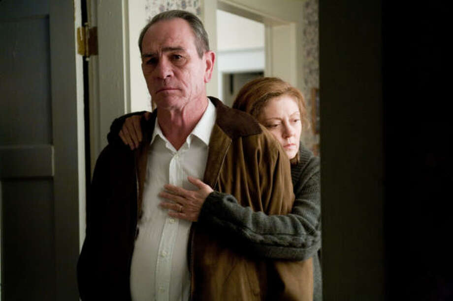 Susan Sarandon and Tommy Lee Jones star as Joan and Hank Deerfield, parents of a missing Iraq war vet, in In the Valley of Elah. Photo: Lorey Sebastian, Warner Independent Pictures