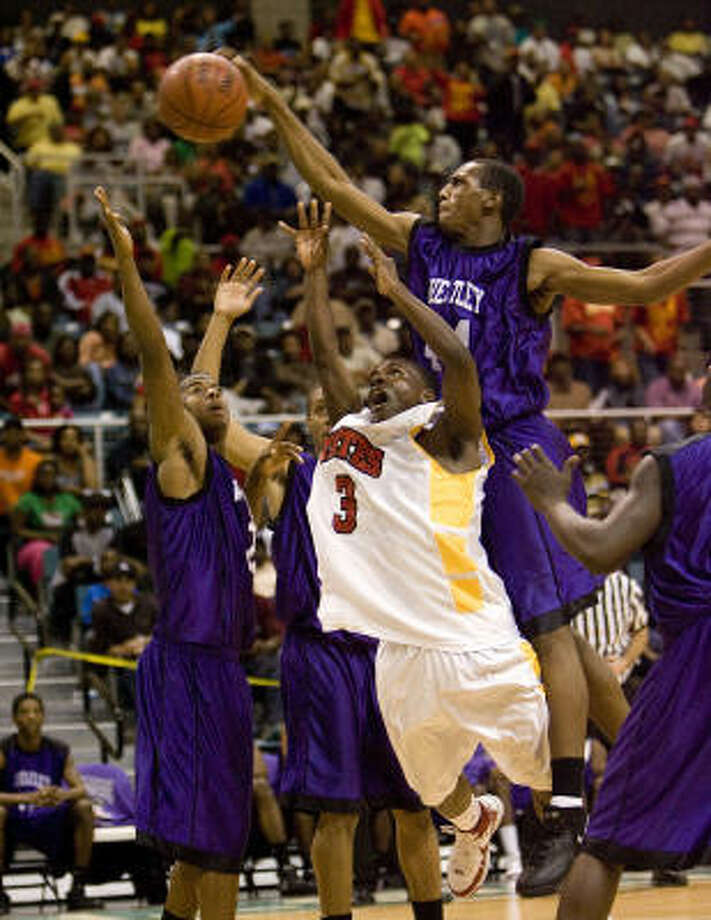 Yates and Wheatley, which played in last year's 4A regional final, are two of the headline teams for this year's Houston ISD Tournament. Photo: Bob Levey, For The Chronicle