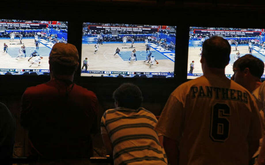 Getting a group of your buddies together to watch the NCAA men's basketball tournament in a Vegas sports book is a surefire way of having a good time. Photo: Michael Macor, San Francisco Chronicle