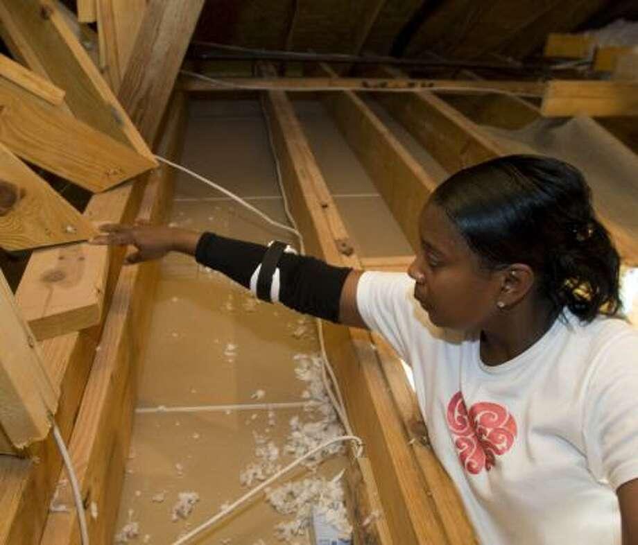 Jeryl Bennett shows poor construction in her Spring home last week. Photo: Brett Coomer, Chronicle