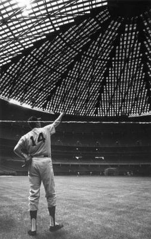 Houston Astro Bob Aspromonte points to the roof of the Astrodome, 1965. Photo: Sam C. Pierson, Jr., Houston Chronicle