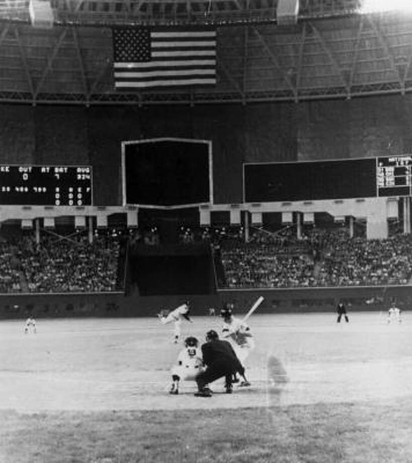 Turk Farrell delivers the first pitch to the Yankees Mickey Mantle in the first game ever played indoors at Houston's Astrodome on April 9, 1965. Photo: UPI